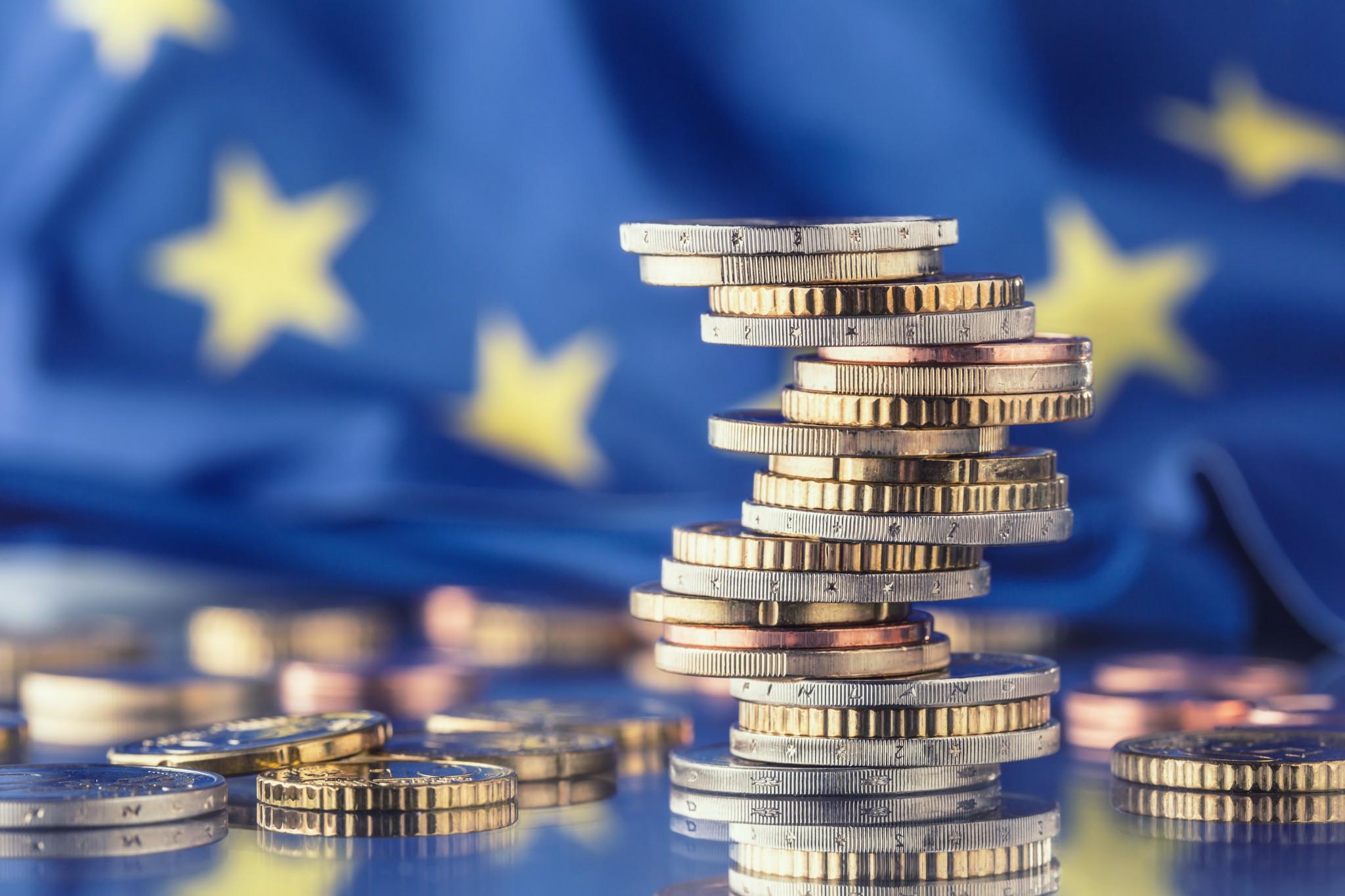 Speciaal verslag 18/2021: Het toezicht van de Commissie op lidstaten die een macro economisch aanpassingsprogramma verlaten: een adequate tool die moet worden gestroomlijnd