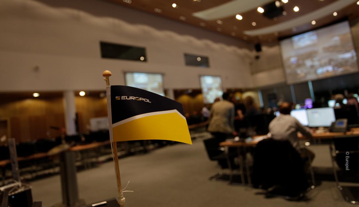 Speciaal verslag 19/2021: Ondersteuning van Europol in de strijd tegen migrantensmokkel: een gewaardeerde partner, maar het gebruik van de gegevensbronnen en de meting van de resultaten schieten te kort